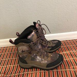 Cabela men hiking boots size 8
